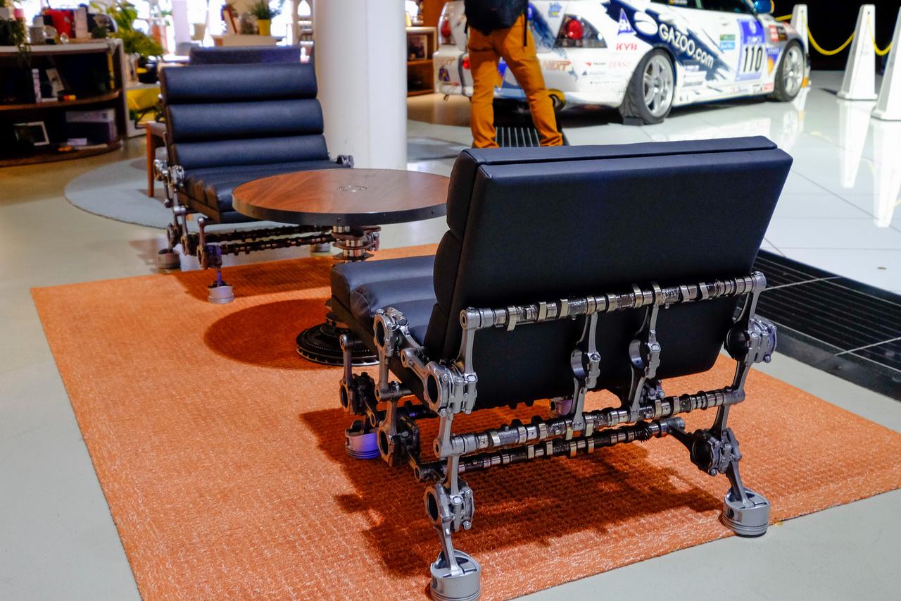 Társalkodórész vezérműtengely-fotelekkel