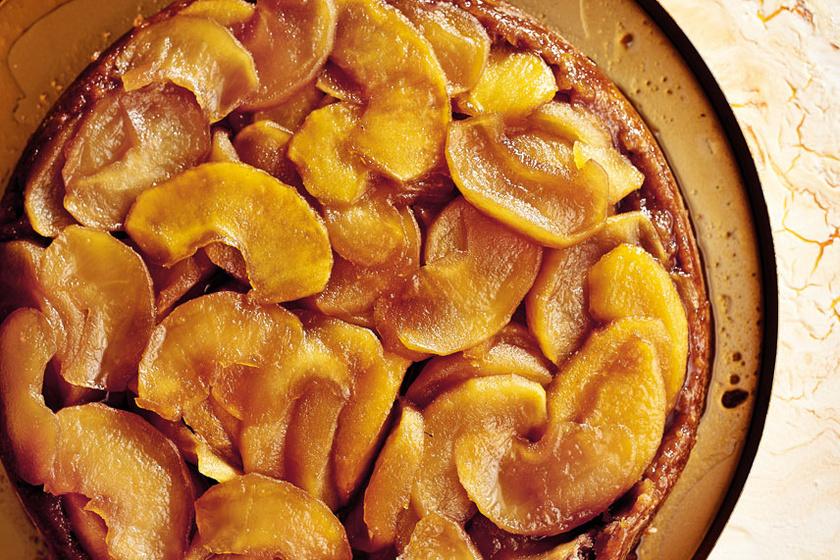 A franciák fordított almatortája gluténmentesen is isteni: vajkaramell édesíti meg