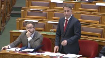 A DK az erdoğanos lezárásokról, a Jobbik a jászberényi választásról beszélt, a fideszes reagálók a Momentumról