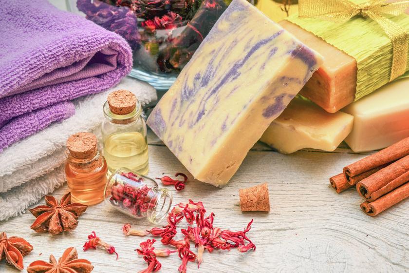 5 isteni illatú, kézműves szappan ajándékba - Semmilyen mesterséges színezőanyagot nem tartalmaz
