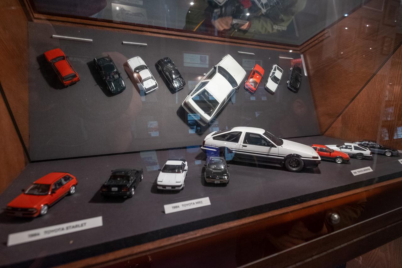 AE86-ok különféle méretarányokban. És néhány más, nyolcvanas évekbeli sport-Toyota