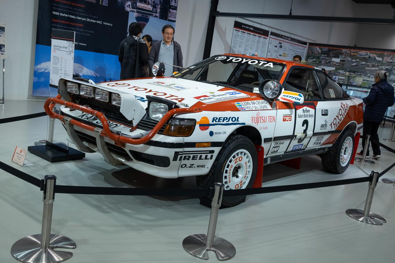 1990-es Toyota Celica GT-Four, a cég első 4WD raliautója. Carlos Sainz rali-világbajnok lett egy ilyennel, de a kiállított autó konkrétan Björn Waldegaardé volt, aki a korábbi, kétkerekes Celicával szerzett nagy sikereket