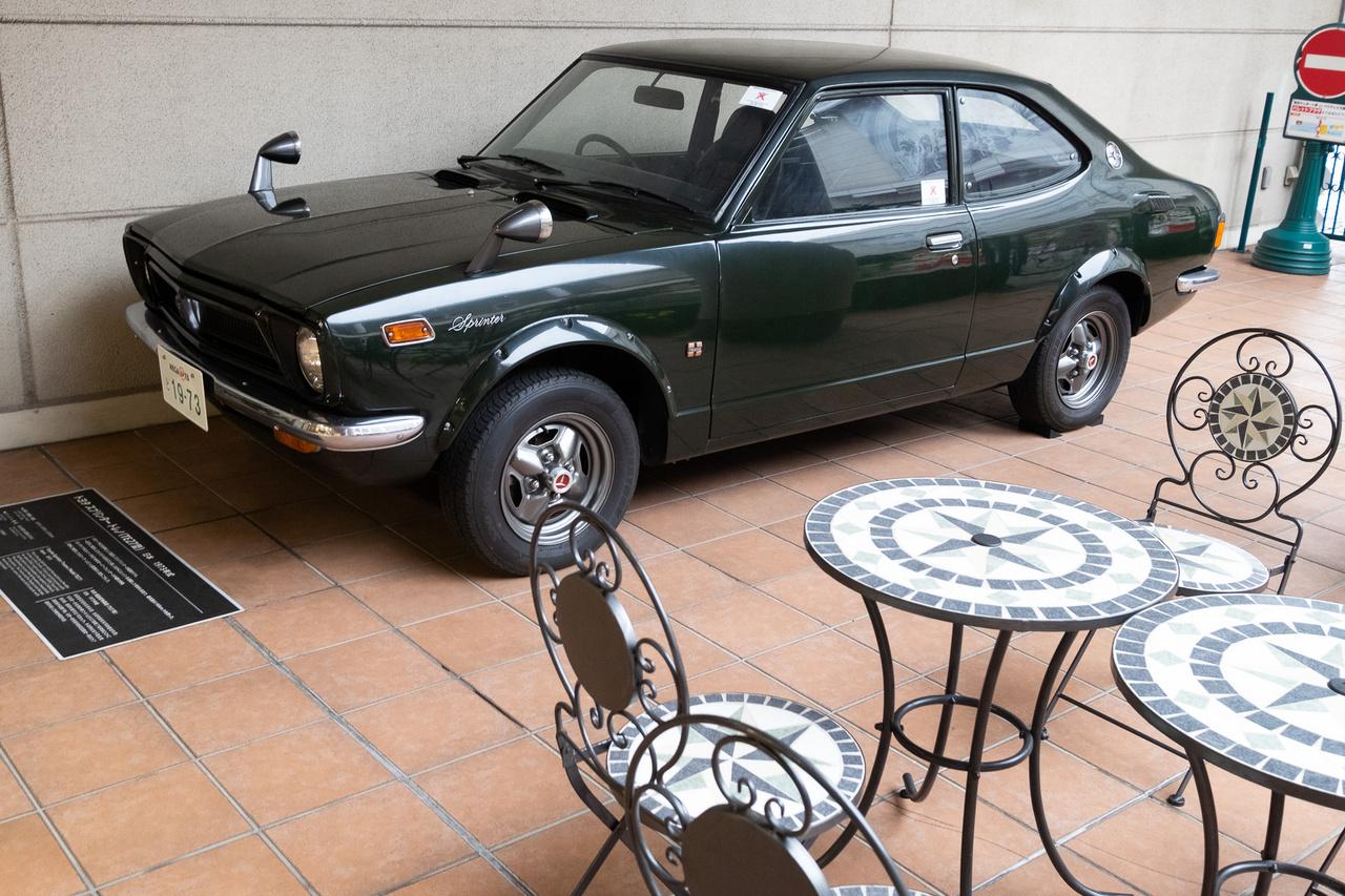 Ez volt az első Corolla-sportváltozat, a Sprinter (ezért is volt nekem furcsa sok éven át, amikor a Mercedes így nevezte el a behemót furgonját). 1,6-os DOHC-motorja 115 lóerőt tudott, s maga a 190 km/h-s végsebességű kocsi három évvel megelőzte a Golf GTI-t, mert 1973-ban mutatták be