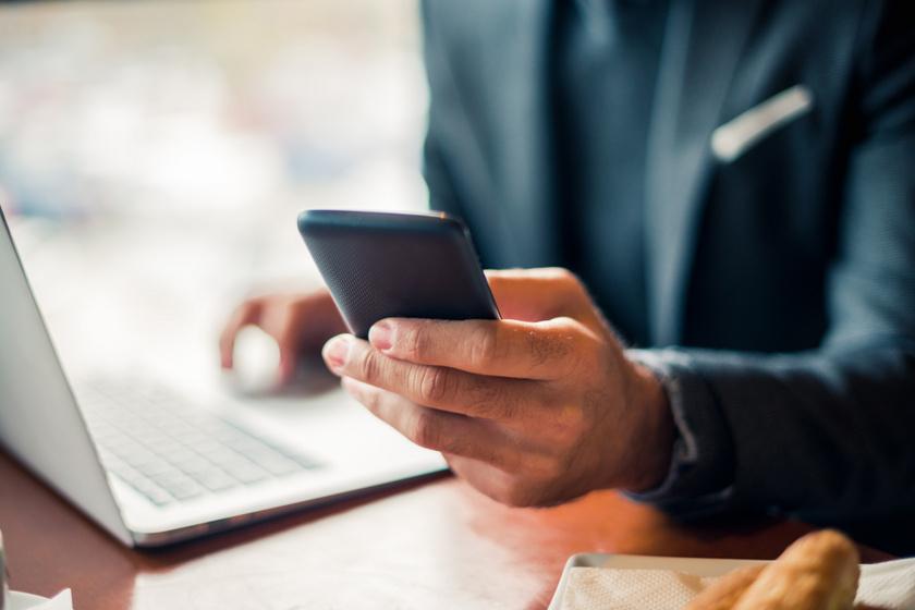 A netes szokásai is leleplezik a félrelépőt - A párkapcsolati szakértők szerint ezek a legfőbb intő jelek