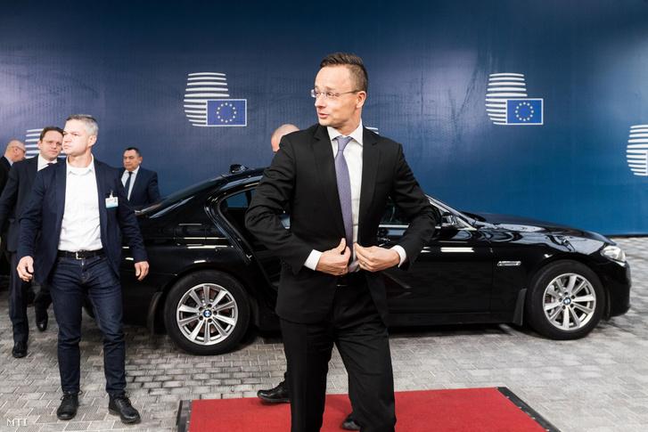 Szijjártó Péter miniszter érkezik az Európai Unió külügyminisztereinek ülésére Brüsszelben 2019. november 11-én.