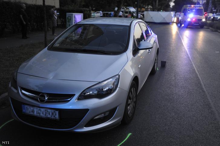 Mentők és baleseti helyszínelők 2019. augusztus 31-én Budapest XIV. kerületében