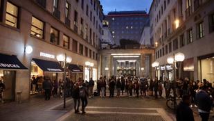 Megérkezett a Starbucks Olaszországba, döbbenetes tolongás van