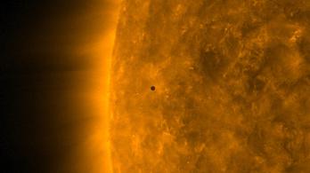 Így vonult át a Merkúr hétfőn a Nap előtt