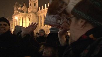 Józsi bácsi vagy Orbán Viktor veszélyesebb a sajtószabadságra?