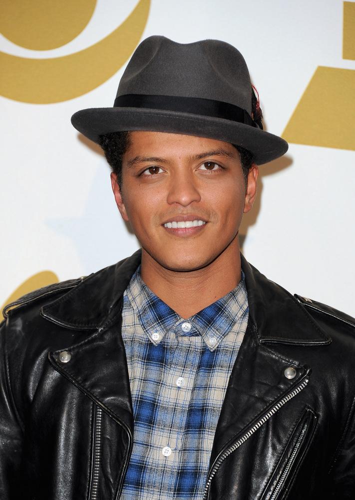 Bruno MarsAz énekest 2010-ben kapcsolták le Las Vegasban, miután egy nagyobb adag kokaint találtak nála