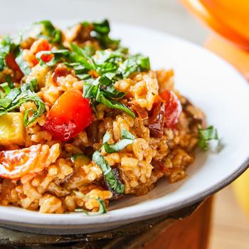 Selymes paradicsomos rizottó színes zöldségekkel gazdagítva - Így készítve teljesen vegán