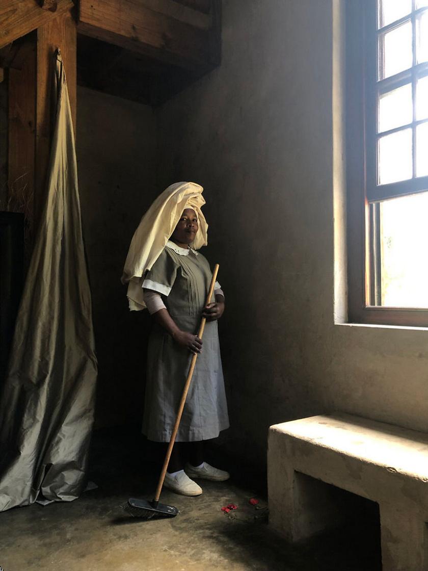 Portré Monicáról, aki házvezetőnőként dolgozik a Dél-afrikai Köztársaság fővárosában, Fokvárosban. 1. helyezett.