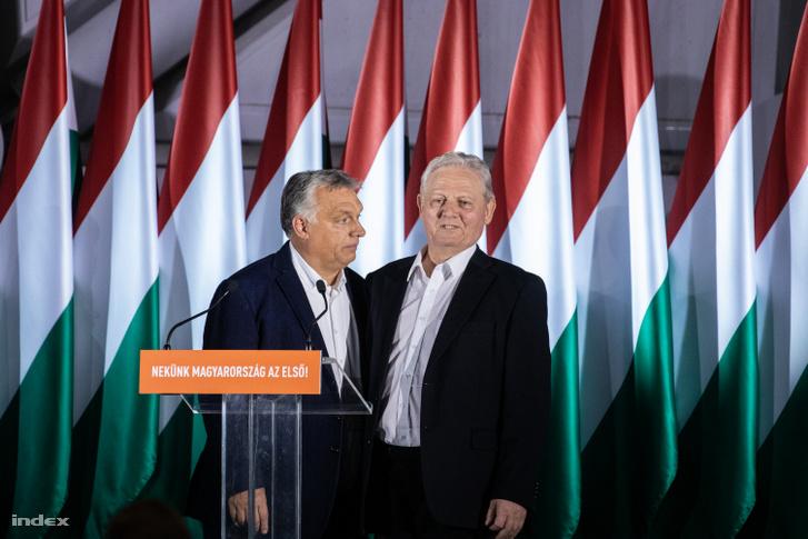Tarlós István Orbán Viktorral, a Fidesz önkormányzati választási eredményváró eseményén, miután kiderült, hogy a Fidesz elvesztette a főpolgármesteri posztot és közgyűlésben való többségét is