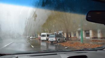 Párás szélvédő miatt gázoltak el egy nőt a zebrán Dunaújvárosban