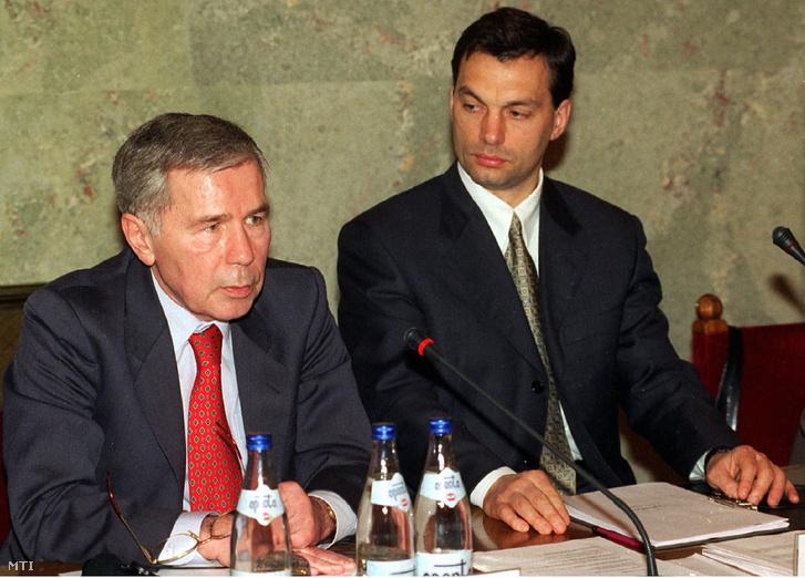 Az Európai Unió - Magyarország Társulási Parlamenti Bizottság háromnapos ülésének zárónapján Horn Gyula és Orbán Viktor a Bizottság társelnöke.