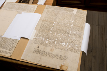 A kecskeméti ötvös céh levele 1557-ből, egyike a levéltárban őrzött legrégebbi iratoknak.
