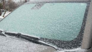 Így védd szélvédőd a fagy, eső, hó ellen