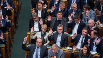 A Fidesz durván korlátozná a képviselők közintézményekbe való bejutását