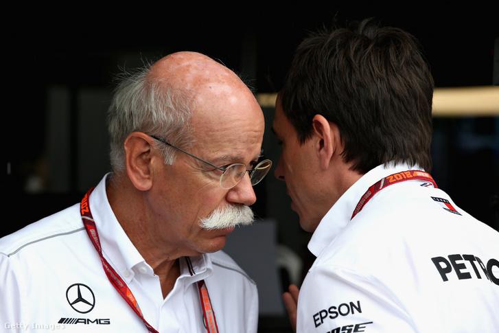 Dieter Zetsche, a Mercedes korábbi elnök-vezérigazgatója és Toto Wolff a 2018-as Francia Nagydíjon