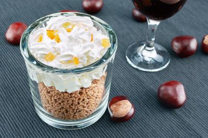 Házi vaníliás, rumos gesztenyepüré tejszínhabbal tálalva: maradék főtt gesztenyéből is tökéletes