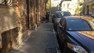 Elfogtak kilenc embert az Auróra szivárványos zászlójának felgyújtása miatt