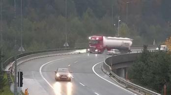 Videón a halálos balesetet szenvedő magyar kamionos