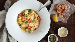 Olasz étel, ami az ünnepi asztalon is finom: házi tészta csípős garnélával, friss fűszerekkel