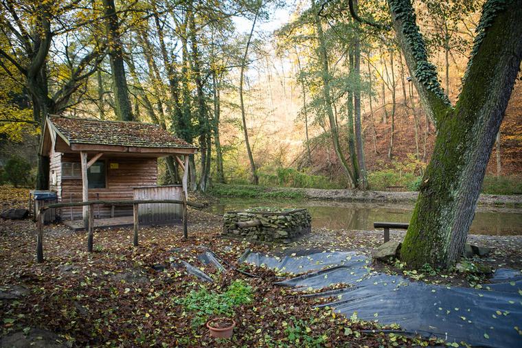 A gyönyörű épített környezeten kívül a természet is számtalan szépséget kínál az idelátogatóknak, sőt az ittenieknek sikerült a tájba nagyon szépen illeszkedően alakítani a környezetet