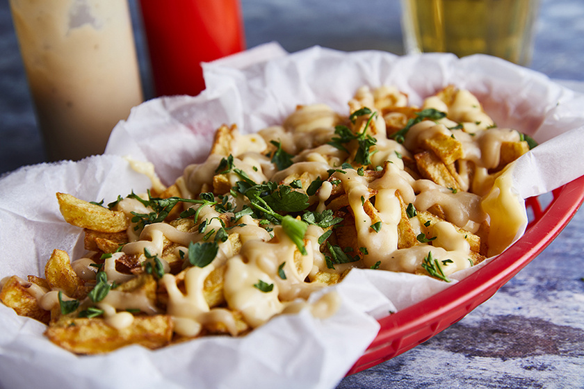 Ropogósra sült krumpli kétféle isteni szósszal - Ez a disco fries