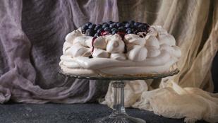Törékeny, ahogy névadója: Pavlova-torta fügével és rózsaborssal