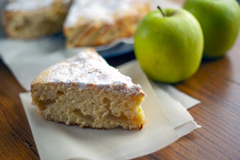 Puha piskóta vaníliával és almával: így lesz csak igazán magas a tészta
