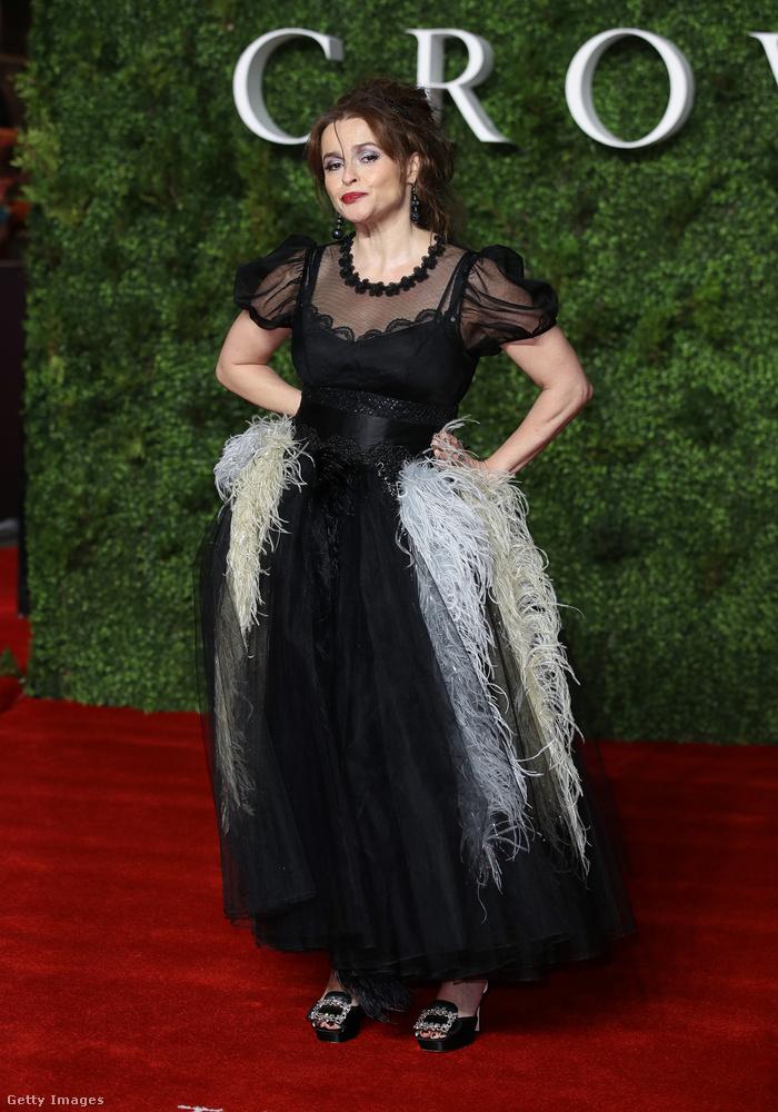 A királynő testvérét, Margit hercegnőt Helena Bonham Carter alakítja, aki itt valamelyest visszafogja szokásos extravagáns ízlését.