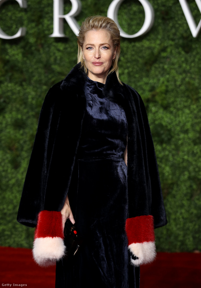 Gillian Anderson ebben a harmadik évadban még nincs benne, de a negyedikben ő játssza majd Margaret Thatchert