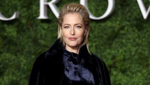 Gillian Anderson döbbenet elegáns volt A korona premierjén