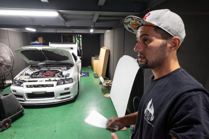 Danny tizenöt éve él Japánban, közel tíz éve viszi a tuningműhelyét