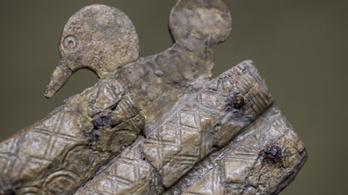Rönkfába temetett gepidák temetőjét tárták fel az M44-esnél