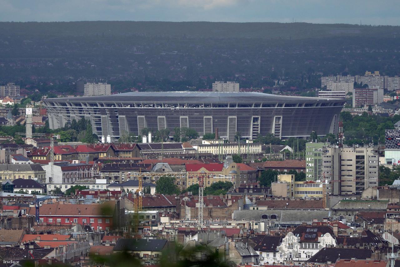 Április 9-i fotó a Gellért-hegyről, a város fölé magasodó stadion bal oldalán ekkor még javában folytak a munkák.
