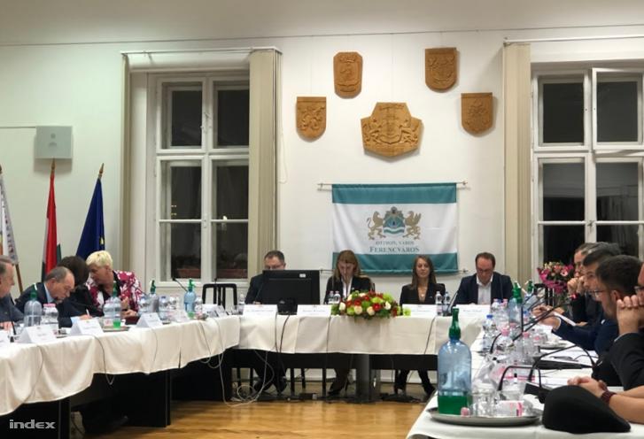 BAranyi Krisztina és mellette alpolgármesterei