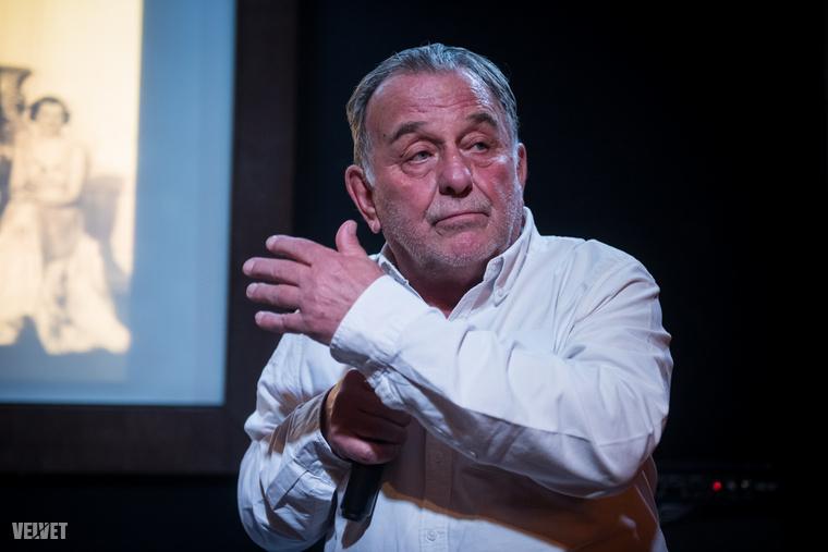 Az estén Fábry Sándor is ott volt, aki egy félórás stand-upot nyomott, melyben szüleiről és nagyszüleiről beszélt, elmesélve, az ő családjának mit is jelentett Trianon.