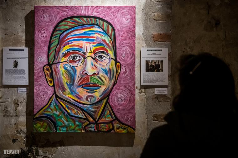 A művész nagyapja az első, apja pedig a második világháborúban harcolt, ő maga pedig a délszláv háborúk miatt menekült Jugoszláviából Budapestre