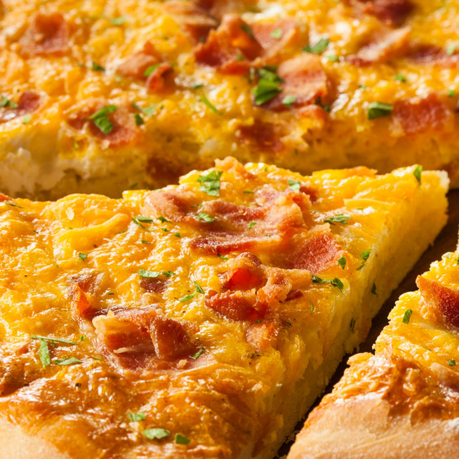 Reggeli is lehet a pizza: vékony tésztás, sonkás, tojásos verzió