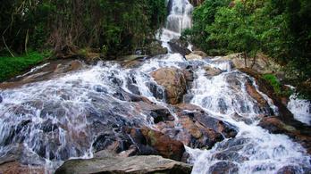 Szelfizés közben vízesésbe csúszott és meghalt egy francia turista Thaiföldön