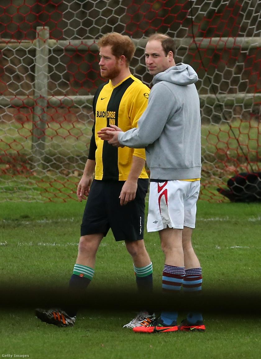 Harry és Vilmos 2015. december 24-én focizik