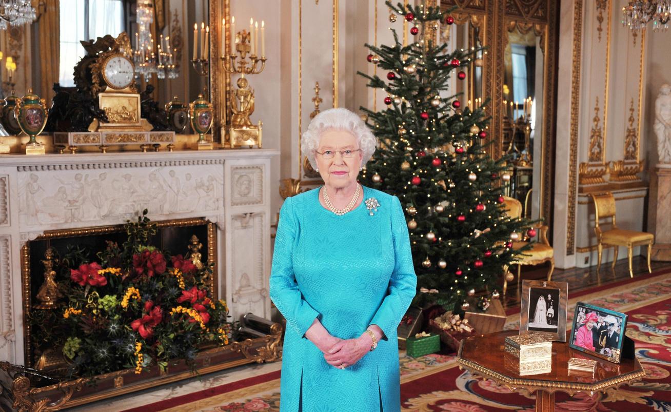 királynő karácsonyfával