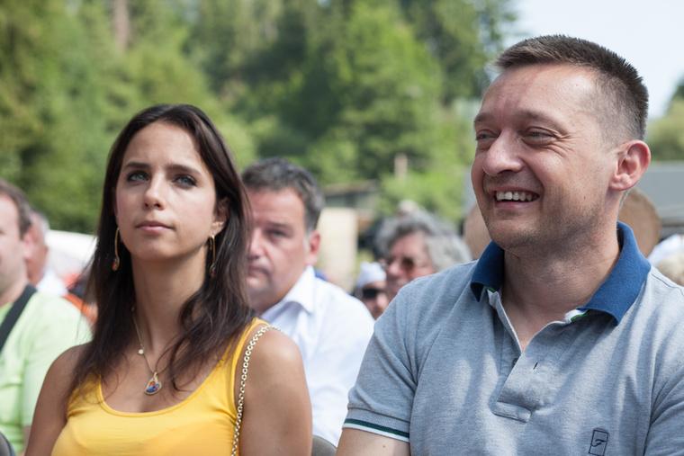 Pénteken, a Miniszterelnöki Kabinetiroda sajtóosztályának leveléből tudtuk meg, hogy Rogán Antal és Cecília elválnak