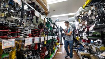 Up Garage használt tuningcikk-bolt, Japán