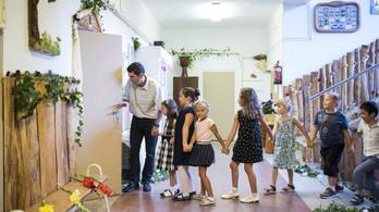 Újabb törvénymódosítással gyengítené az állam az alternatív iskolákat