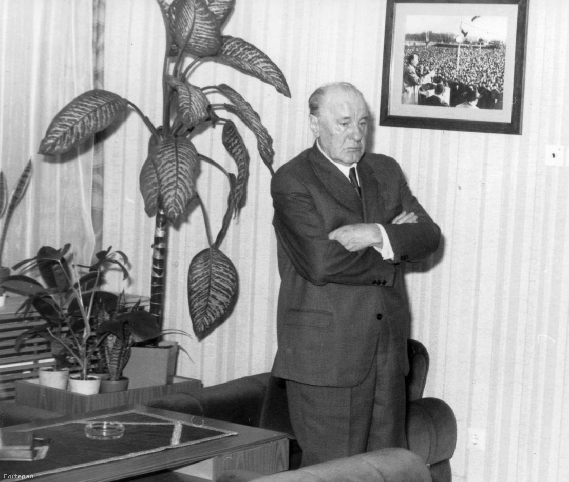 Kádár János, az MSZMP első titkára dolgozószobájában 1982-ben