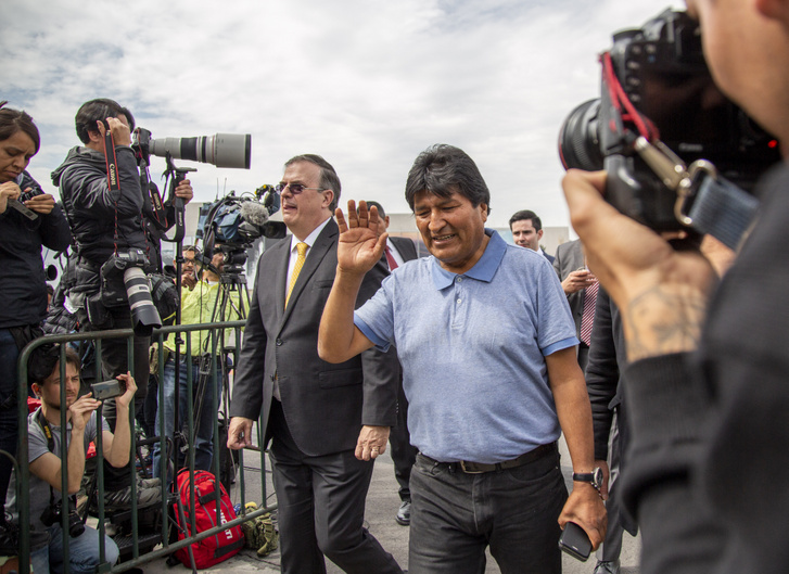 Evo Morales érkezik a mexikói fővárosba, miután elfogadta Mexikótól a politikai menedékjogot
