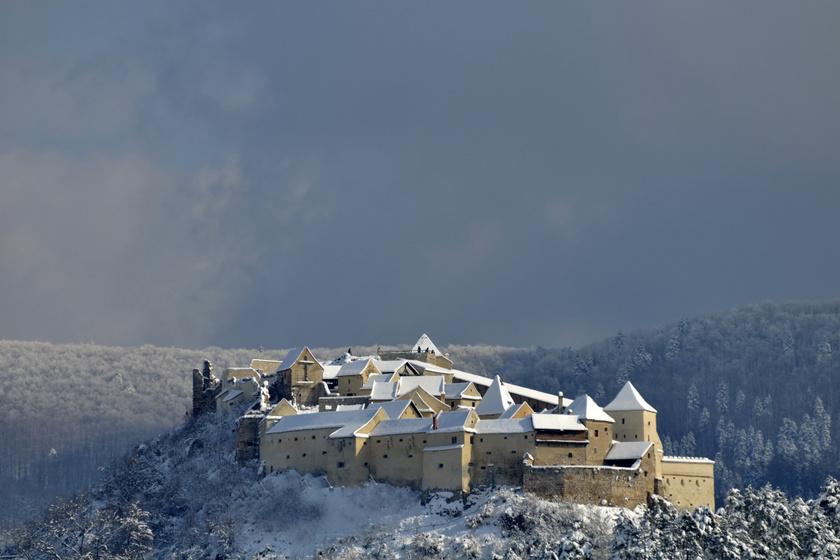7 mesébe illő kastély itthon és Erdélyben: télen még gyönyörűbbek
